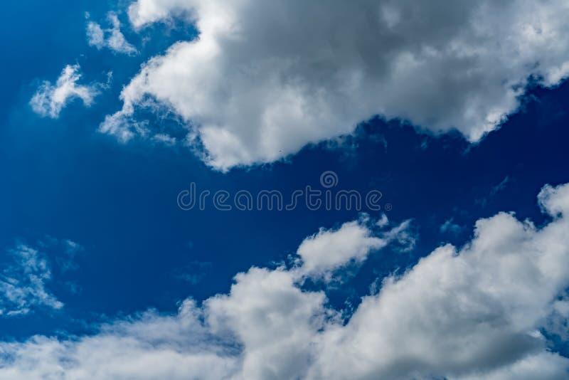 błękit obłoczny nieba biel zdjęcie royalty free
