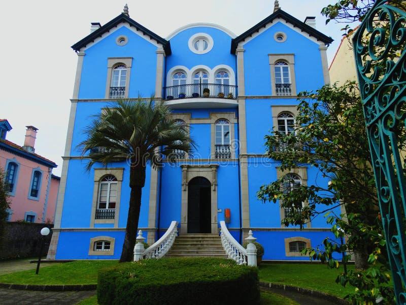 Błękita dom w Llanes, Asturias, Hiszpania obraz stock