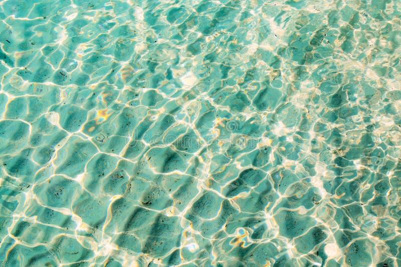Błękita jasny przejrzysty wodny tło zdjęcie stock