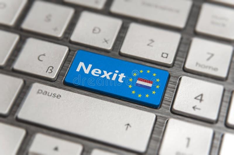 Błękita klucz Wchodzić do holandie Nexit z UE klawiaturowym guzikiem na nowożytnej desce zdjęcie stock