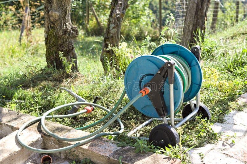 błękita ogrodowy irygator obraz stock