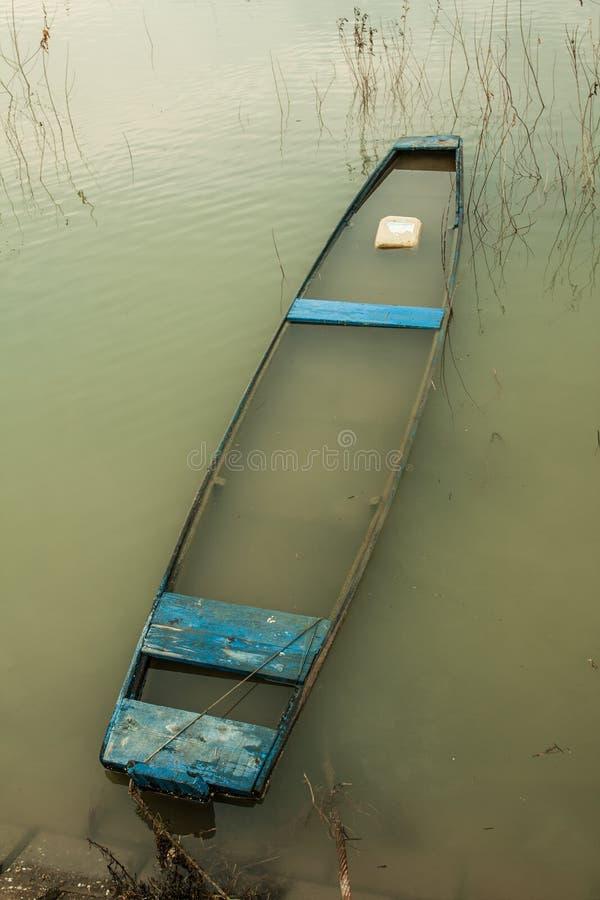 Błękitna łódź obrazy royalty free