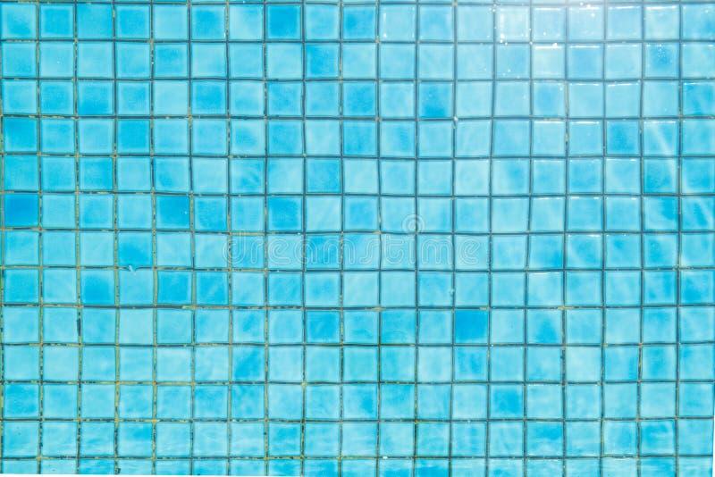 Błękitna ceramicznej płytki mozaika w basenie - bezszwowa tekstura obrazy royalty free