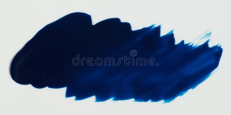 Błękitna farby plama odizolowywająca obraz stock