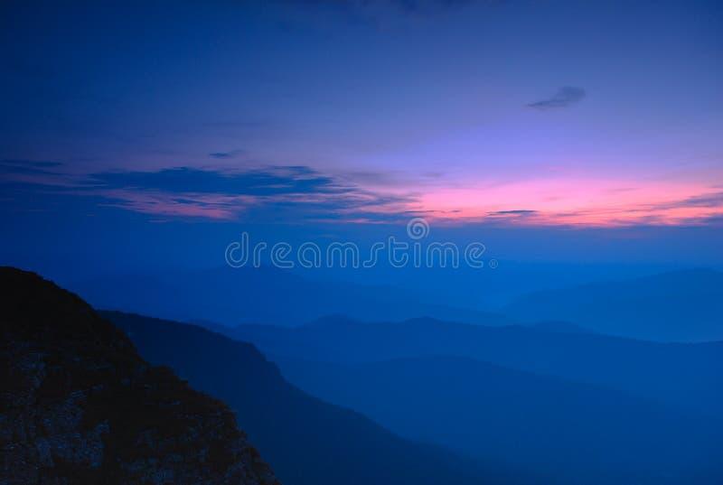 Błękitna godzina na górach Ceahlau, Rumunia fotografia royalty free