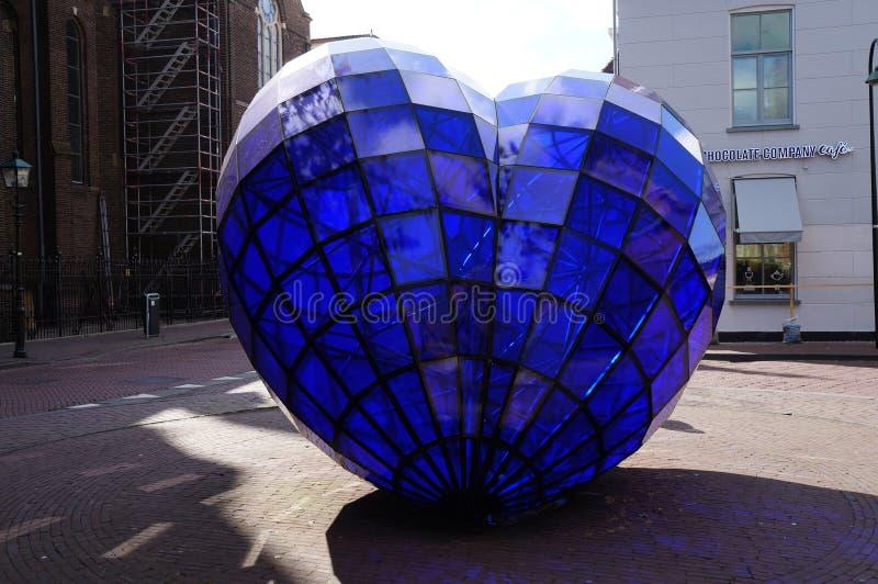 Błękitna Kierowa rzeźba która umieszczał w starym miasteczku 1998 i tworzył Marcel Smink obraz royalty free