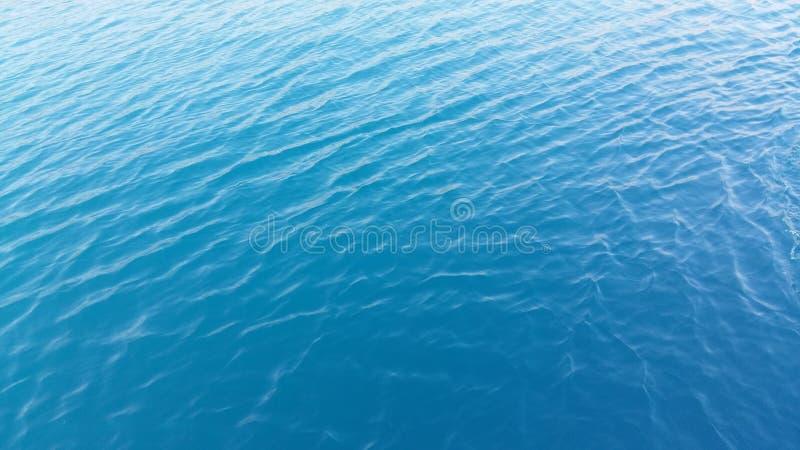 Błękitna kolor wody morskiej zaciszność i spokój zdjęcie royalty free
