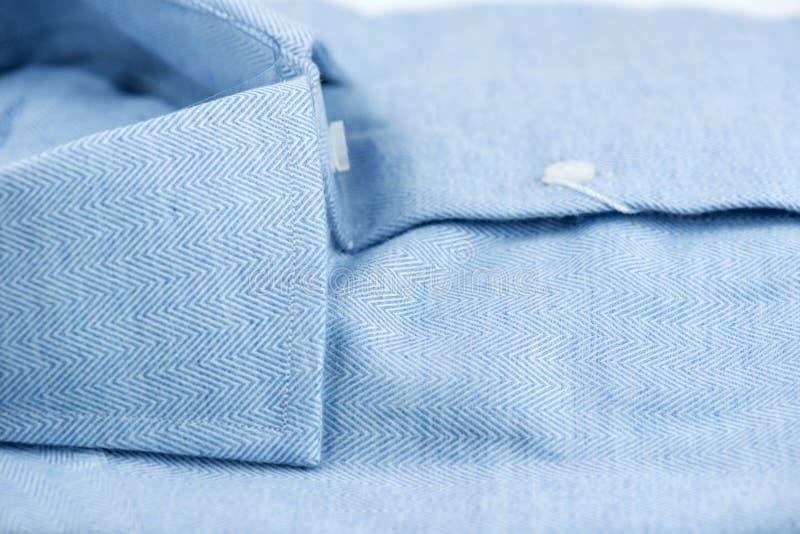 Błękitna koszula z broderią obraz stock