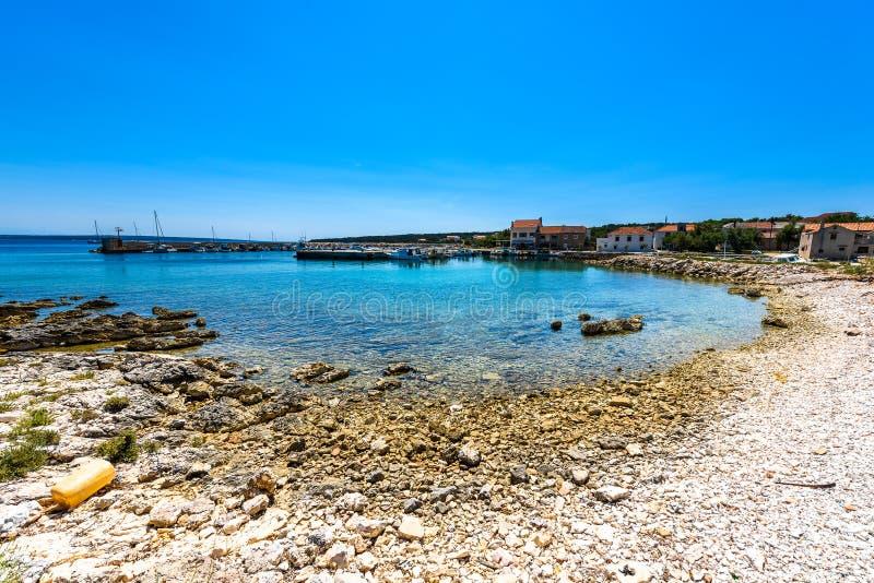 Błękitna laguna raju zatoka w porcie na Silba, Chorwacja obraz stock