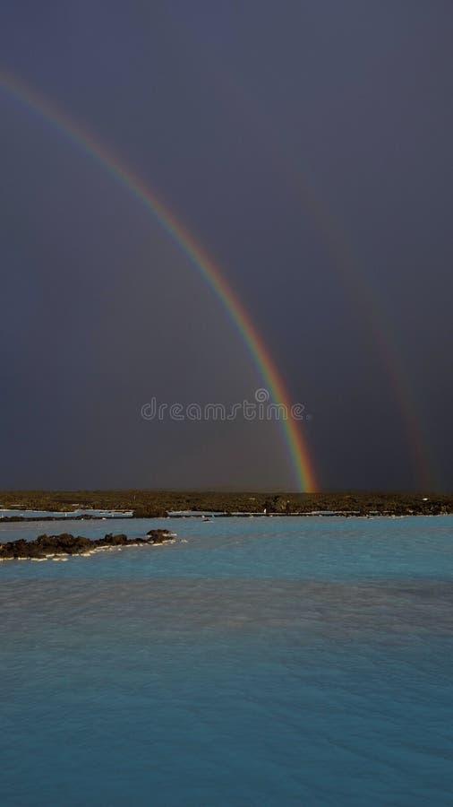 Błękitna laguny tęcza zdjęcie stock
