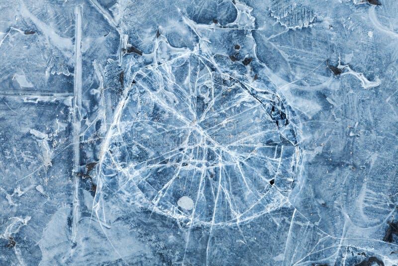 Błękitna stonowana makro- tło tekstura łamany lód obrazy stock
