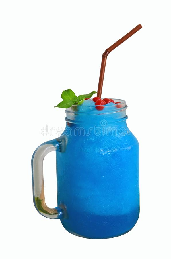 Błękitna Włoska soda mieszająca z truskawkowym wystrzału dzbankiem obraz royalty free