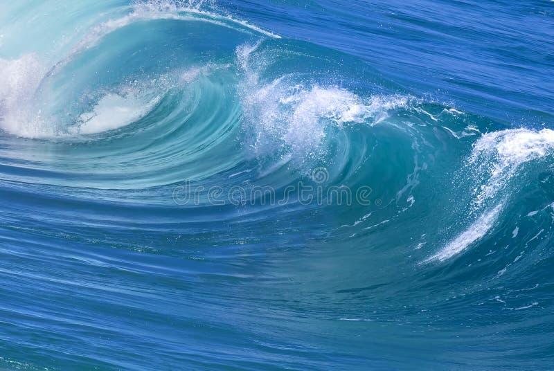 Błękitna Wielka Potężna ocean fala obraz royalty free