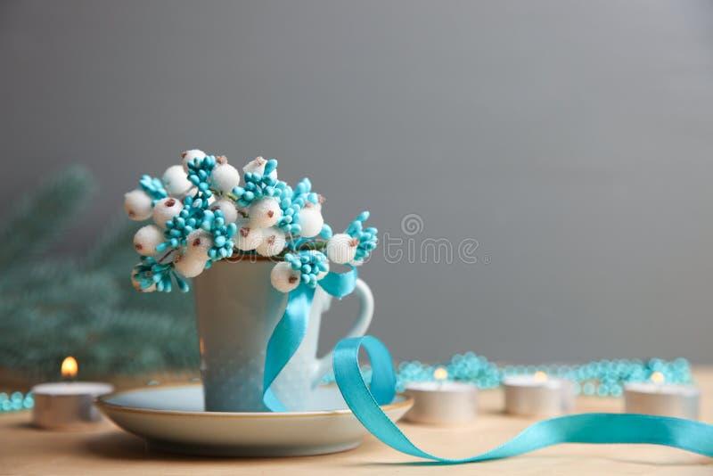 Błękitne świeczki i filiżanka zdjęcia royalty free
