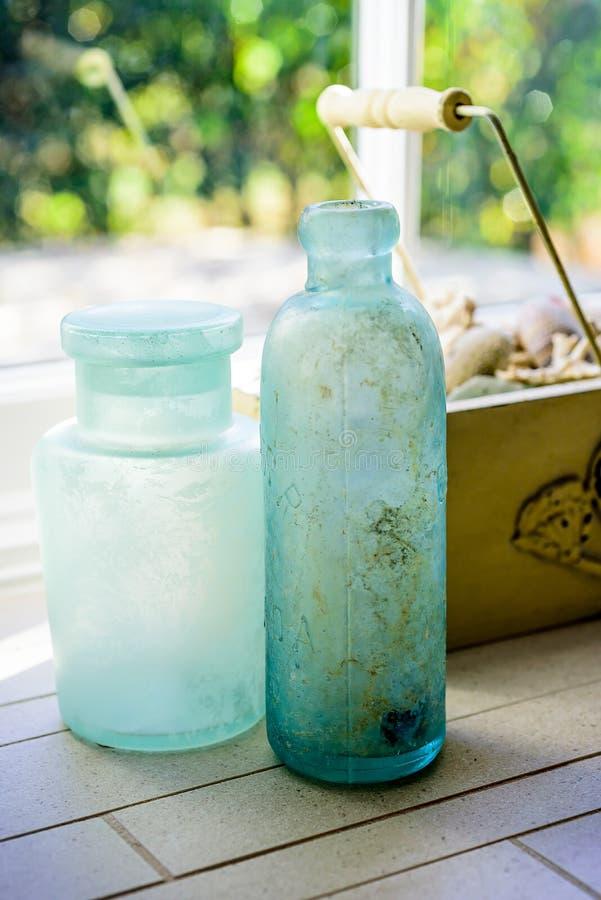 Błękitne butelki Używać jak dekorację Do domu fotografia stock