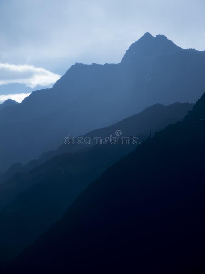 Błękitne góry w południowym Tyrol vertical zdjęcie stock