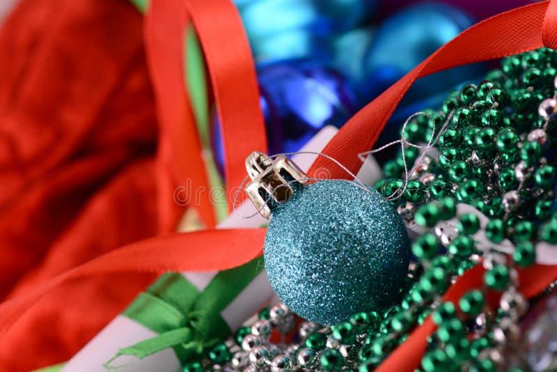Błękitne piłki, kartka bożonarodzeniowa, nowy rok karta zdjęcie royalty free