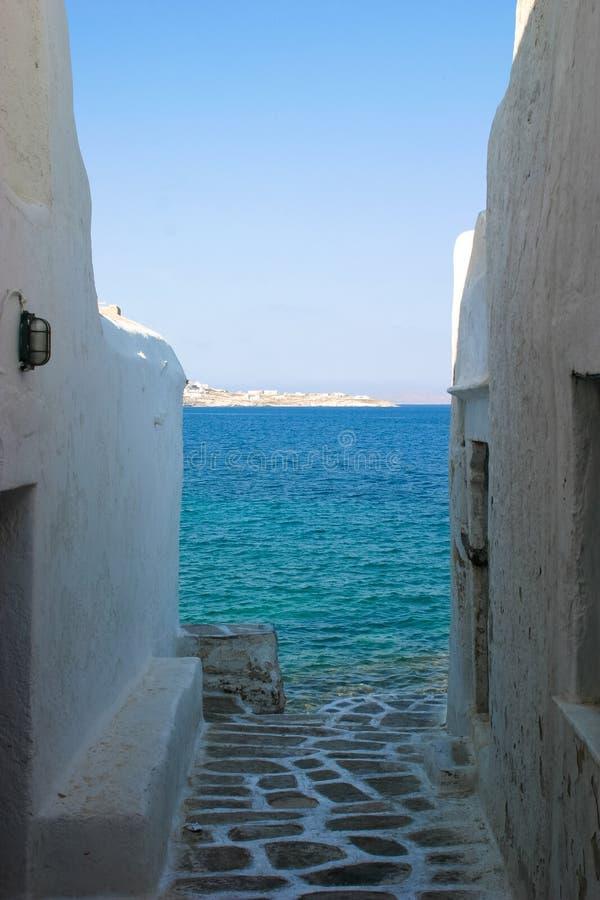 Błękitne wody bielu ściany zdjęcie royalty free