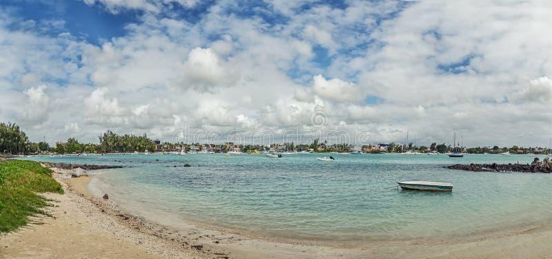 Błękitne wody Uroczysta zatoka zdjęcia royalty free