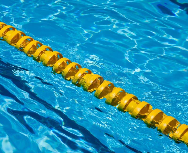 Błękitne wody w basenie zdjęcia royalty free