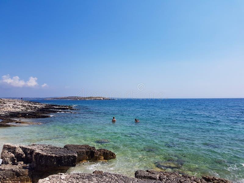 Błękitne wody w Chorwacja zdjęcie stock