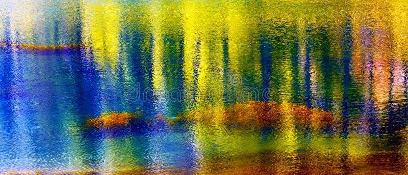 Błękitnego kolor żółty wody odbicia Wenatchee Abstrakcjonistyczna rzeka Waszyngton obraz royalty free
