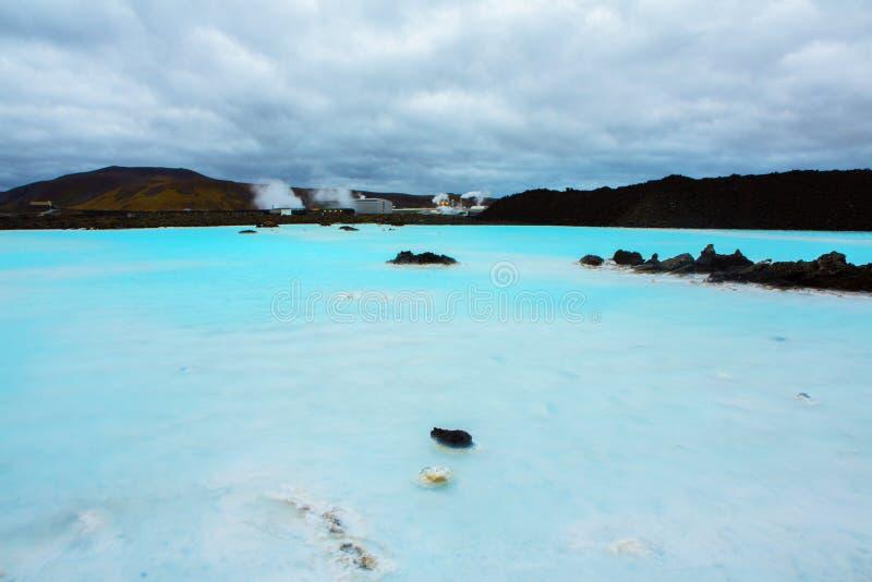 Błękitnej laguny geotermiczny kąpielowy kurort w Iceland Sławna błękitna laguna blisko Reykjavik, Iceland obrazy royalty free