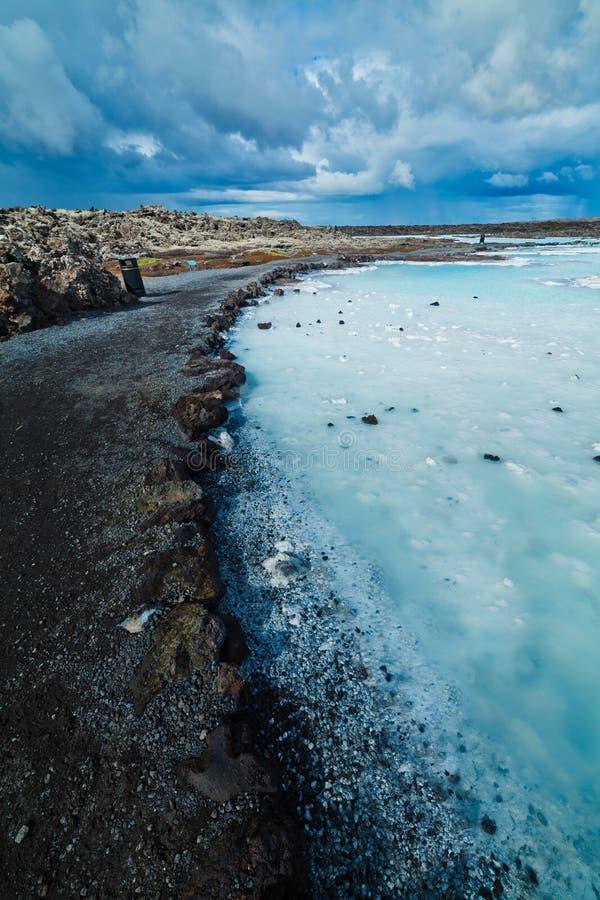 Błękitnej laguny geotermiczny skąpanie. obrazy stock