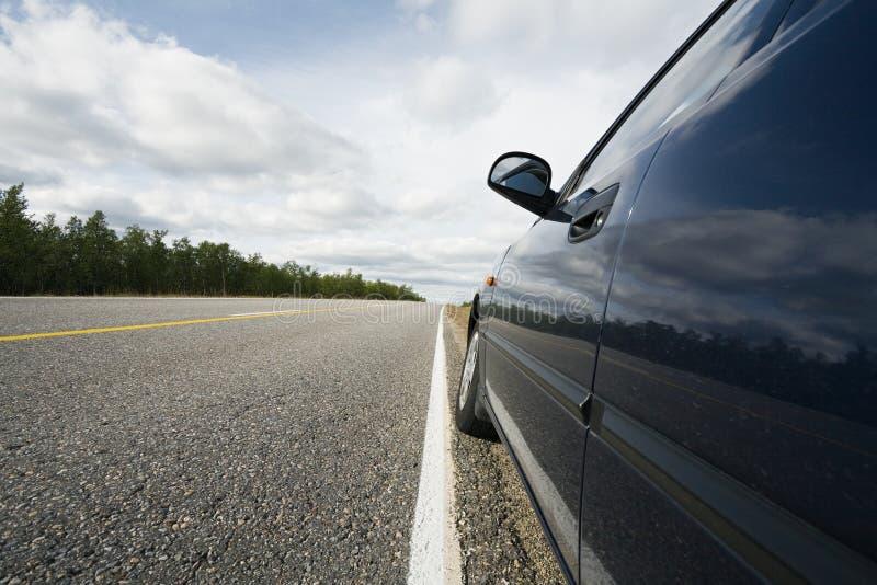 błękitnej samochodowej drogi strony mała pozycja zdjęcie stock