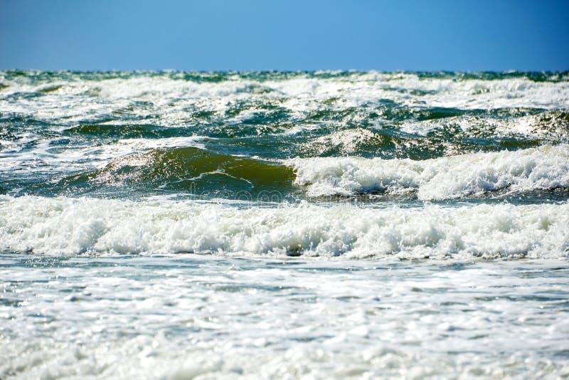 błękitnej zieleni burzowy morze obraz royalty free