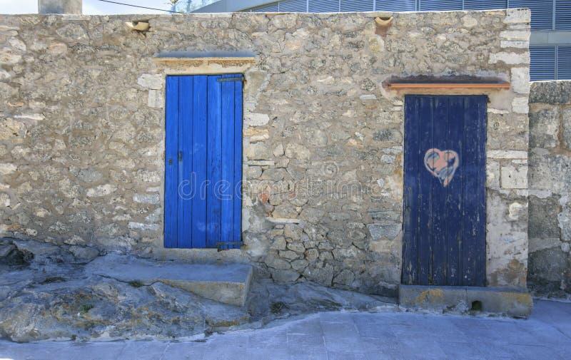 Błękitni drewniani drzwi fotografia royalty free
