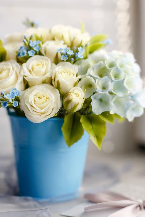 Błękitni i biali ślubów kwiaty obrazy royalty free