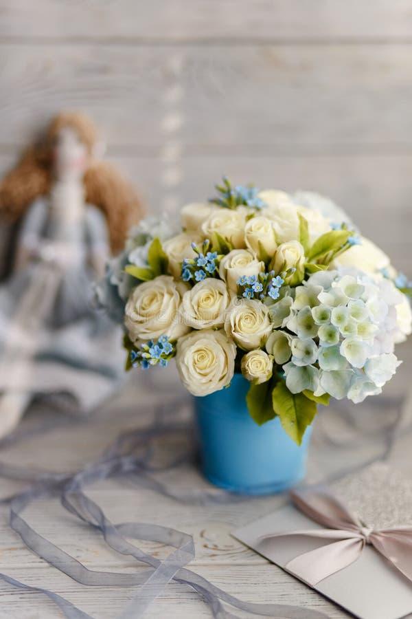 Błękitni i biali ślubów kwiaty obrazy stock