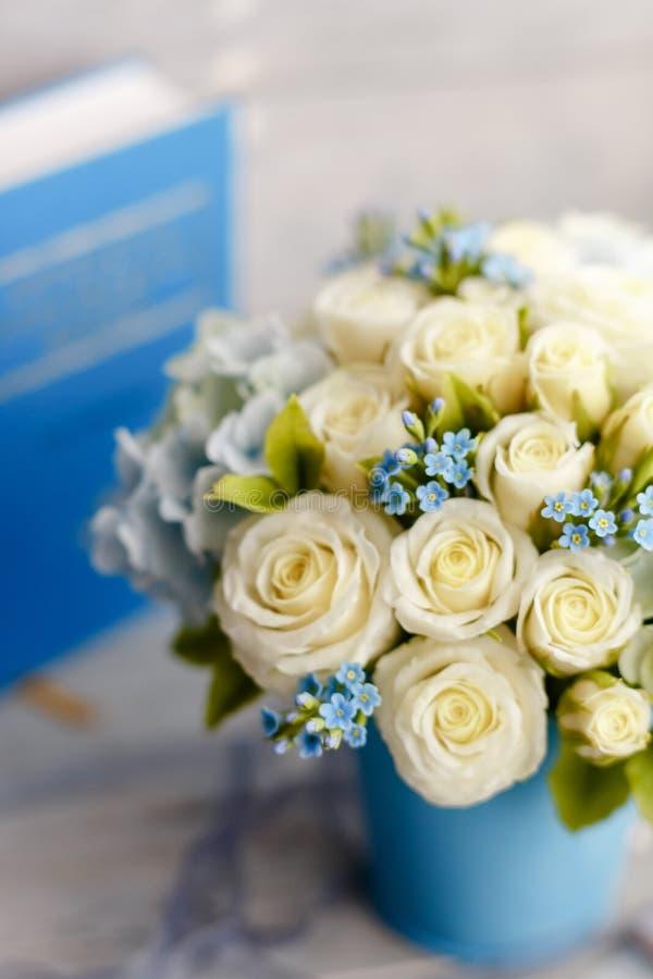 Błękitni i biali ślubów kwiaty zdjęcie stock