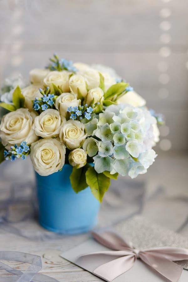 Błękitni i biali ślubów kwiaty zdjęcia royalty free