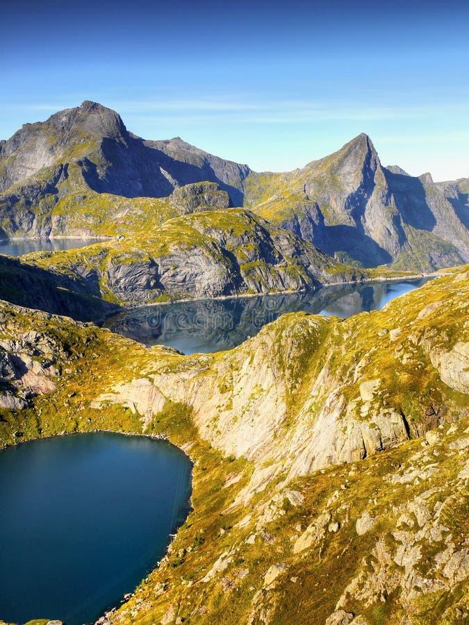 Błękitni jeziora w górach, krajobraz, Norwegia obraz royalty free