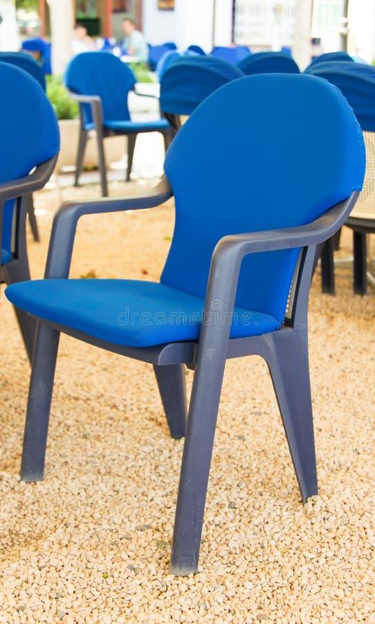 Download Błękitni krzesła obraz stock. Obraz złożonej z dyskusja - 28956223