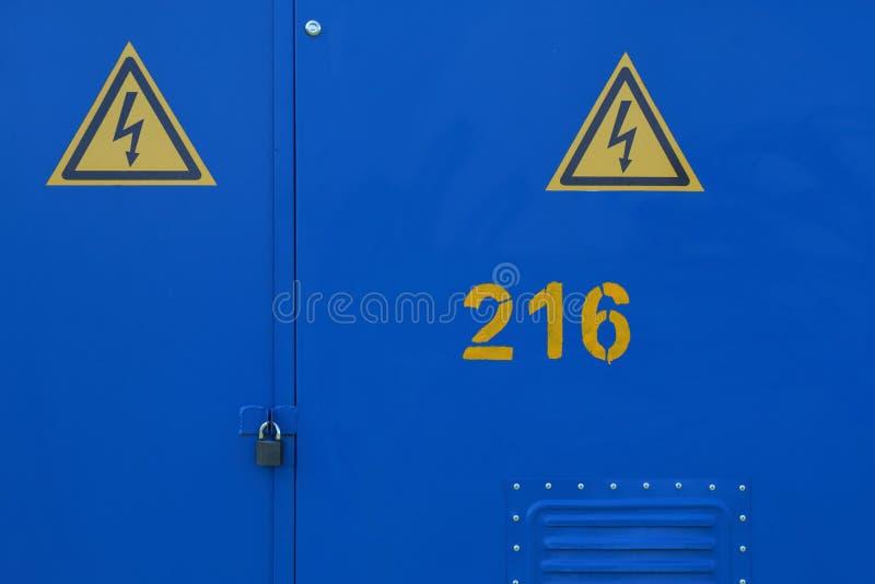 Błękitni metali drzwi plenerowy elektryczny gabinet obrazy stock