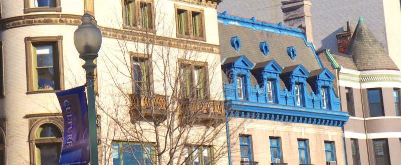 Błękitni Naszywani balkony na Historycznych budynkach zdjęcia royalty free