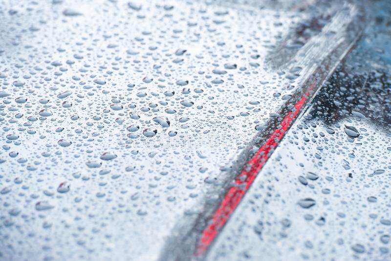 Błękitni stonowani pojazdów raindrops obraz stock