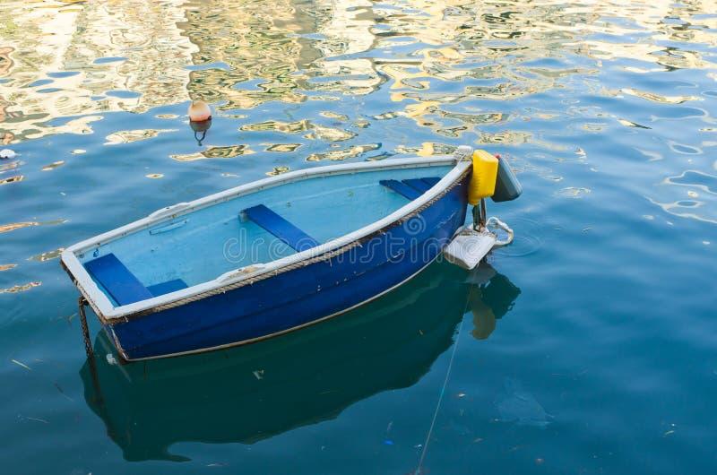 błękitny łódkowaty mały fotografia stock