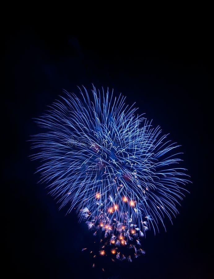 Błękitny błyskotanie fajerwerk fotografia stock