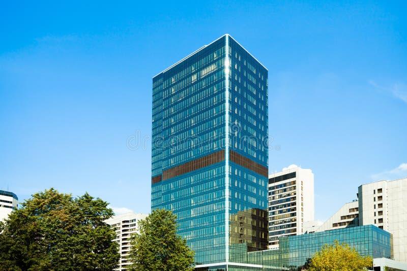 błękitny biznesowy szklany drapacz chmur zdjęcie royalty free