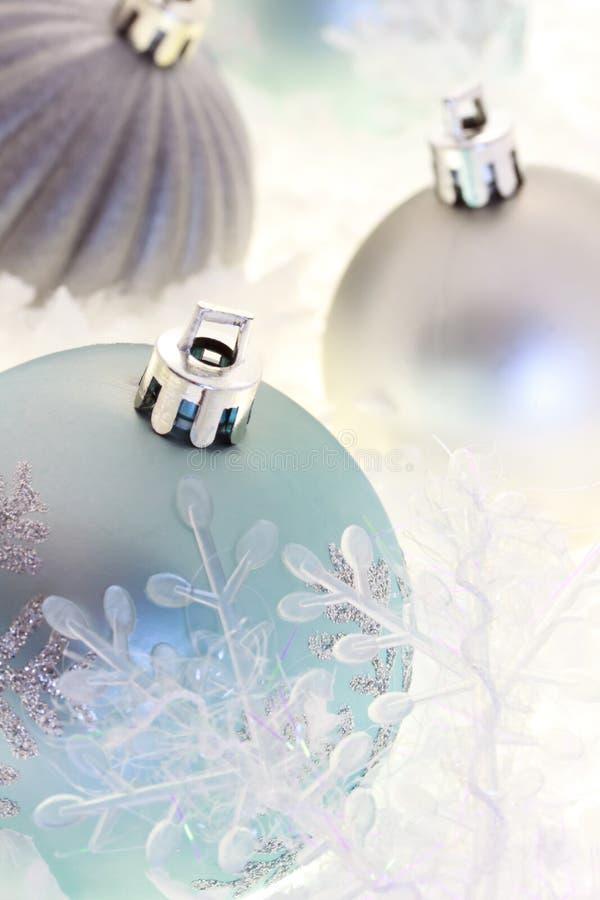 błękitny bożych narodzeń ornamentów srebro obrazy stock