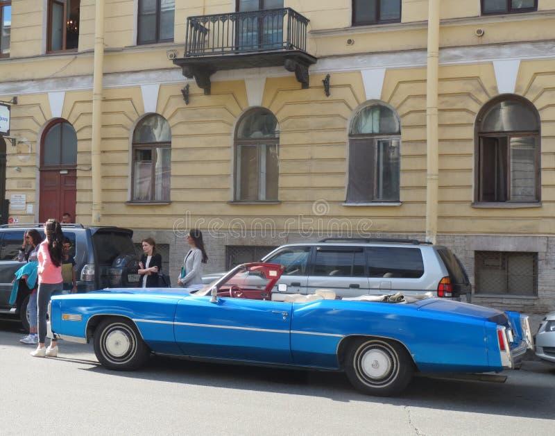 Błękitny Cadillac Deville zdjęcia royalty free