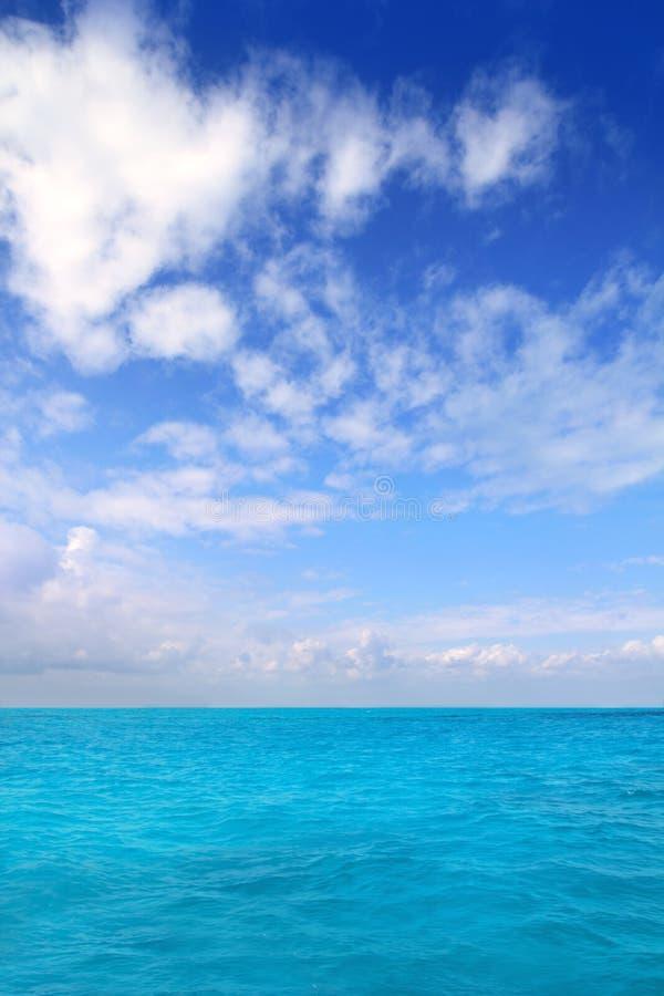 błękitny Caribbean chmurnieje horyzontu Mexico morza niebo zdjęcia royalty free