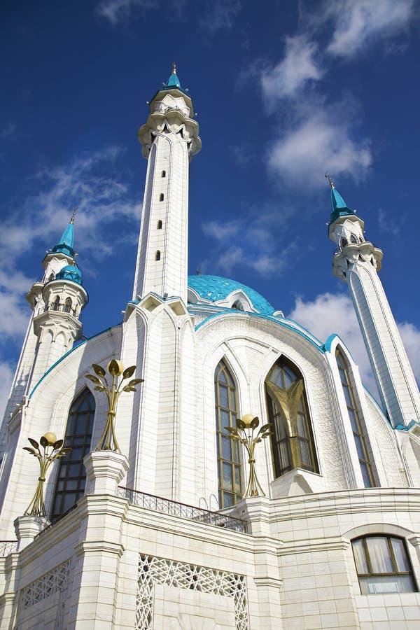 błękitny ceglanej kopuły meczetowy biel obraz stock