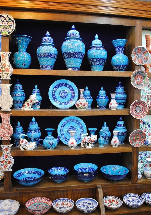 Download Błękitny Ceramics Dla Sprzedaży W Sklepowym Istanbuł Zdjęcie Editorial - Obraz złożonej z kwiat, household: 57658996