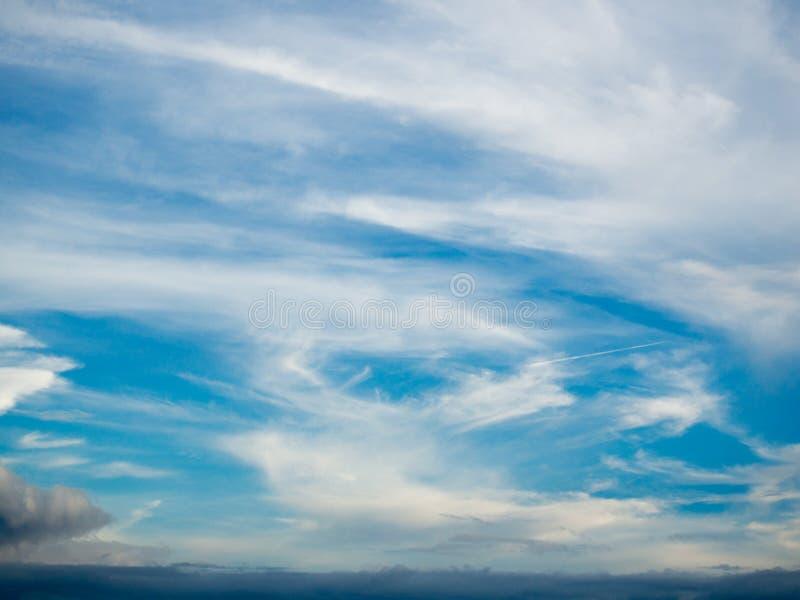 błękitny chmurny niebo obraz royalty free