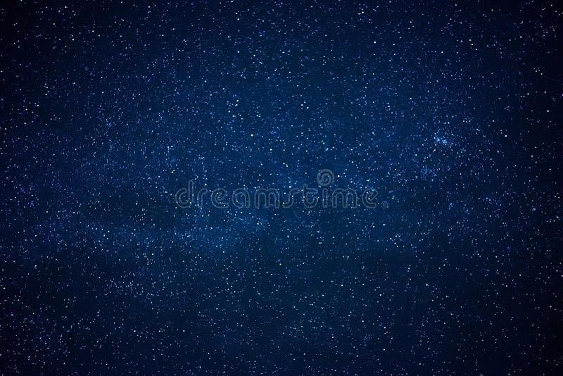 Błękitny ciemny nocne niebo z dużo gra główna rolę obrazy royalty free